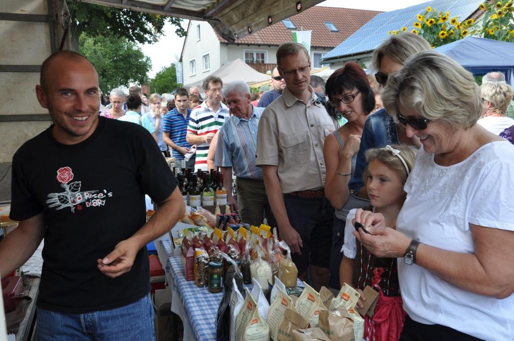 Auf dem Nussmarkt in Dittenheim